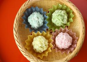 「和紙の器」オモテワシケースに和菓子を盛り付け