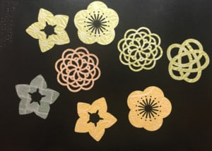 和紙素材(OMOTEWASHI)に粘着加工を施しグラスマーカーなどに使えるシールとして活用