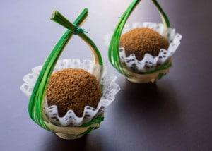 「和紙の器」オモテワシケースを器にした和菓子の盛り付け
