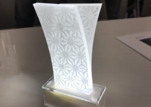アクリルに和紙素材(OMOTEWASHI)を貼り合わせたテーブルライト
